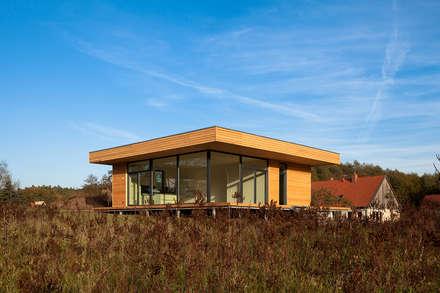 Haus W: moderne Häuser von Peter Ruge Architekten