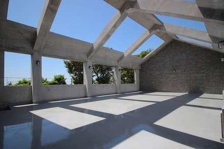 비로소 4´33´´ 게스트 하우스 : 아키제주 건축사사무소의  베란다