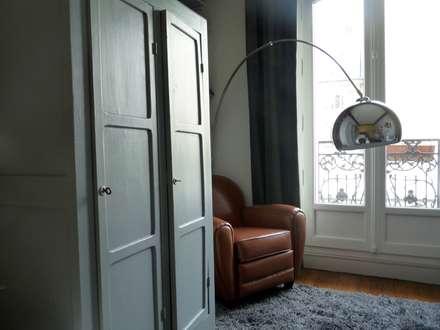 Armoire parisienne: Chambre de style de style Rustique par Thomas JENNY