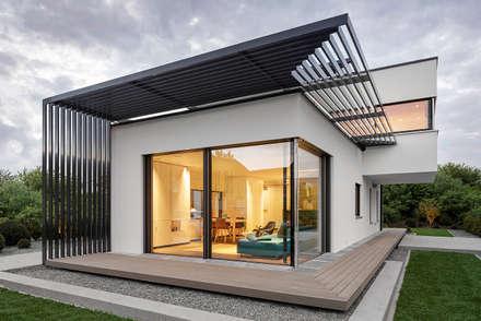 LUXHAUS Musterhaus München:  Terrasse von Lopez-Fotodesign