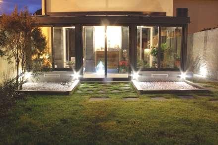 UNA SERRA SOLARE SOTTO LO SGUARDO DI D' ANNUNZIO: Giardino in stile in stile Moderno di STUDIO MORALDI