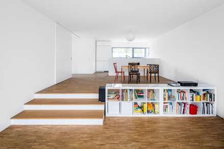 Wohnhaus Weiß: moderne Esszimmer von Corneille Uedingslohmann Architekten