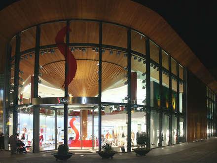 Seta vista des del exterior: Centros comerciales de estilo  de RIBA MASSANELL S.L.