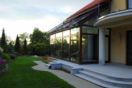 Jardins de Inverno coloniais por Pracownia Projektowa Architektury Krajobrazu Januszówka