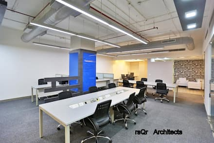 Corporate Offices :  Conference Centres by rsQr Architects