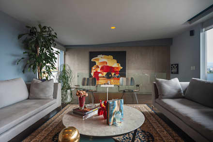 eclectic Media room by MAAD arquitectura y diseño