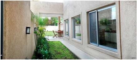 Obra Europa: Jardines de estilo moderno por Silvana Valerio