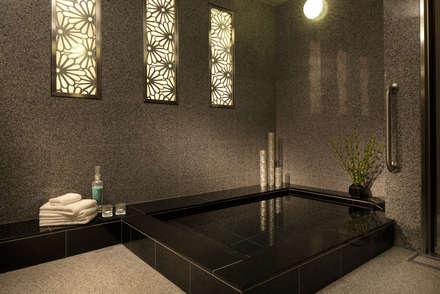バスルーム: 澤山乃莉子 DESIGN & ASSOCIATES LTD.が手掛けたホテルです。