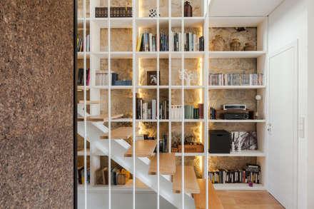 Casa Cedofeita: Corredores e halls de entrada  por Floret Arquitectura
