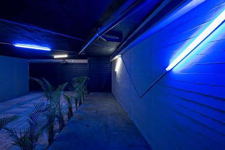 Tadeo 6_Estacionamiento: industrial Garage/shed by Proyecto.Cafeina