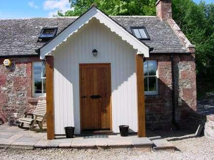 Porch:  Terrace by Roundhouse Architecture Ltd