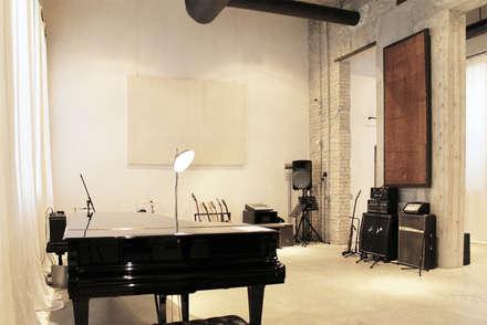 KML Recording Studio: Sedi per eventi in stile  di Stefano Panero Oddi Nyeusi Design