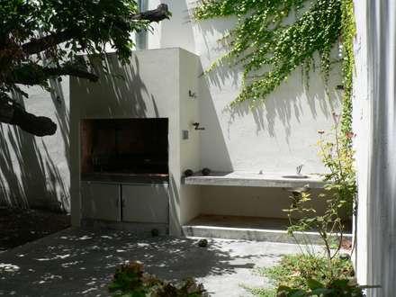 Casa Jufré | Ampliación + Remodelación.: Jardines de estilo moderno por Paula Mariasch arquitecta