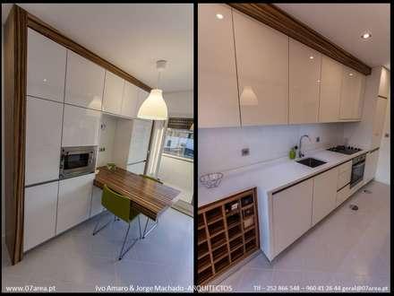 restauro de Apart. - Arqtos Ivo Amaro @ Jorge Machado: Cozinhas minimalistas por AreA7
