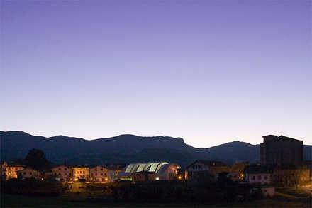 Fronton en Zizurkil: Estadios de estilo  de AZ ARKITECTOS