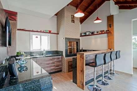 Churrasqueira Rústica : Cozinhas rústicas por Patrícia Azoni Arquitetura + Arte & Design