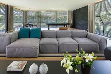 AM 2014 - Fão: Salas de estar modernas por INAIN Interior Design