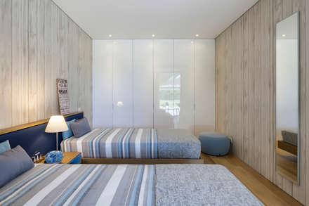 AM 2014 - Fão: Quartos modernos por INAIN Interior Design
