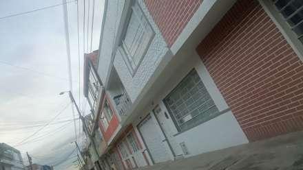 Perspectiva de la fachada principal.: Terrazas de estilo  por MVP arquitectos