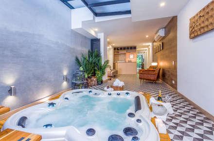 interior zona húmeda apto 102: Hoteles de estilo  por PLANTA BAJA ESTUDIO DE ARQUITECTURA