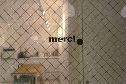 작은집 넓게 쓰는 빌라인테리어_ 20py: 홍예디자인의  창문