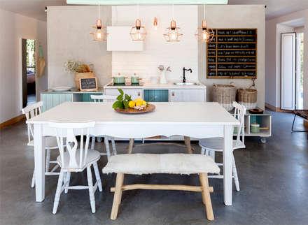 Luz Charming Houses _ Boutique Hotel: Cozinhas campestres por SegmentoPonto4