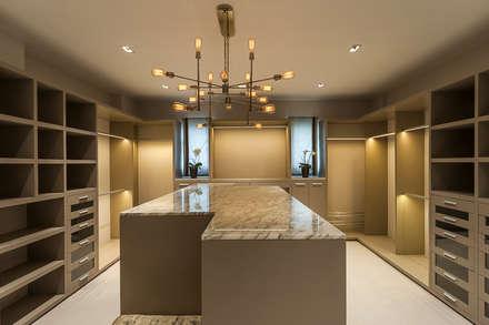 Closets clássicos por HO arquitectura de interiores
