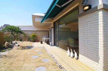 은평2지구 두산위브 42평형 : Design A3의  발코니, 베란다 & 테라스