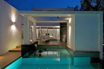 Bungalow: modern Pool by ralife dewigbs