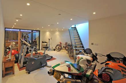 Basement: modern Gym by Paul Wiggins Architects