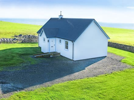 Two Bedroom Wee House - Caithness : classic Houses by The Wee House Company