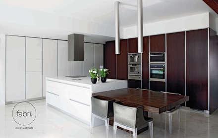 Apelo aos sentidos: Cozinhas modernas por FABRI
