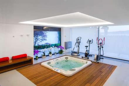 Spa de estilo moderno por Belén Sueiro