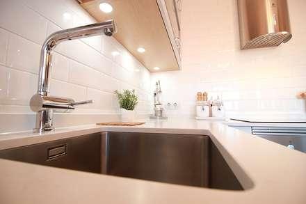 Diseños de Cocinas en Granada: Cocinas de estilo moderno de Línea 3 Cocinas Madrid