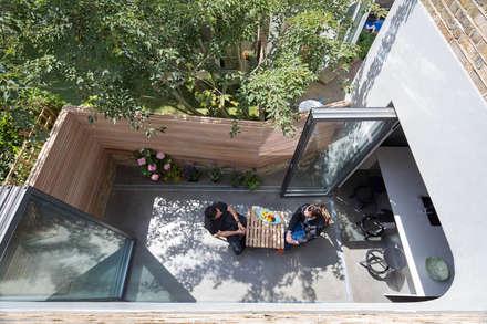 modern Garden by Neil Dusheiko Architects