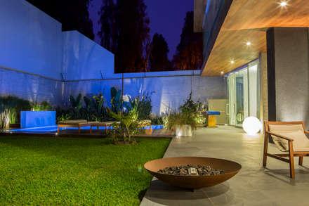 Casa La Estancia: Jardines de estilo moderno por DLPS Arquitectos