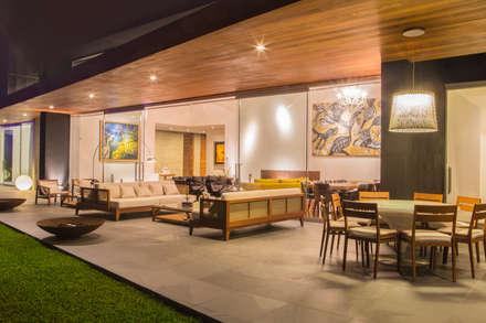 Casa La Estancia: Terrazas de estilo  por DLPS Arquitectos