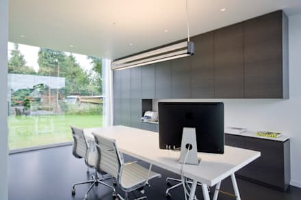 House WR: minimalistic Study/office by Niko Wauters architecten bvba