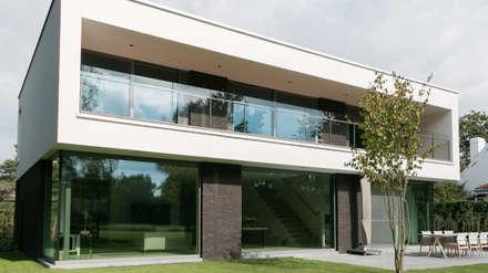 house JV-K:  Terrace by Niko Wauters architecten bvba