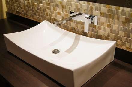 Detalle Baño de Huéspedes. : Baños de estilo clásico por MARECO DESIGN S.A.S