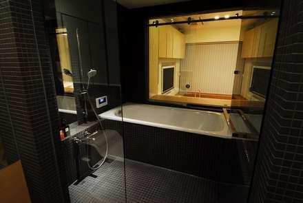 浴室: ミズタニ デザイン スタジオが手掛けた浴室です。