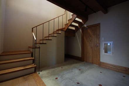 こもれびのいえ: フーム空間計画工房が手掛けた廊下 & 玄関です。