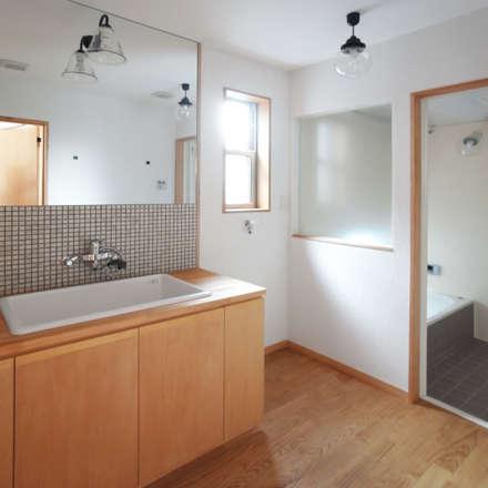 自然素材を生かした家: ユミラ建築設計室が手掛けた浴室です。