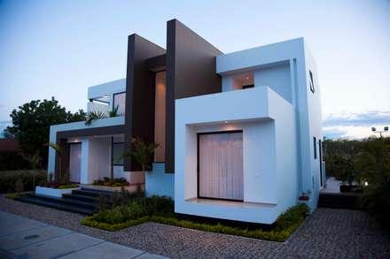 Perspectiva Fachada principal: Casas de estilo moderno por Camilo Pulido Arquitectos