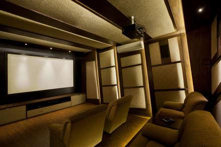Residential: modern Media room by Prabu Shankar Photography
