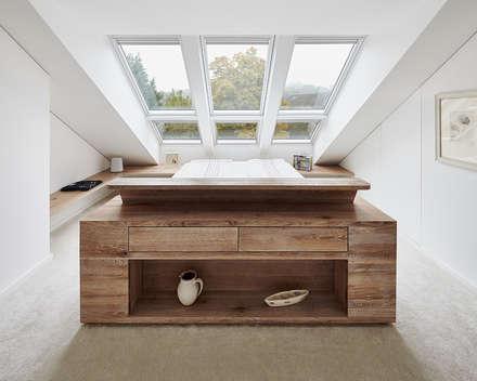 Dachgeschossausbau, Ratingen: moderne Schlafzimmer von Philip Kistner Fotografie