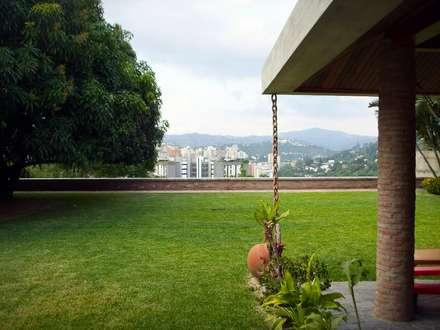 Vista hacia el Nor-Este: Jardines de estilo  por Odart Graterol Arquitecto