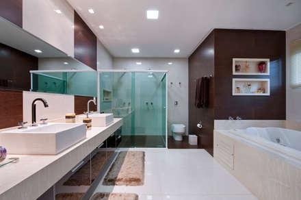 Banheiro: Banheiros minimalistas por Livia Martins Arquitetura e Interiores