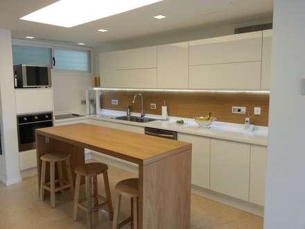 Proyecto Arce Cocinas : Cocinas de estilo moderno por ARCE MOBILIARIO