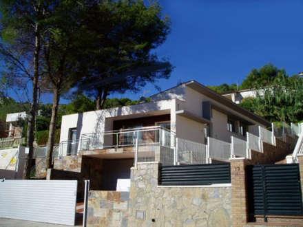 Fachada Principal: Casas de estilo mediterráneo por Oleb Arquitectura & Interiorismo